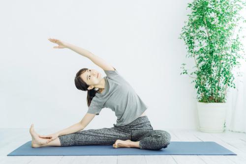リラックス効果のあるヨガを楽しもう!心と身体の癒し時間