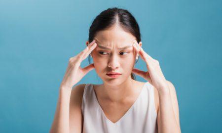 頭痛を解消したいならヨガがおすすめ!コリをほぐして頭痛を予防