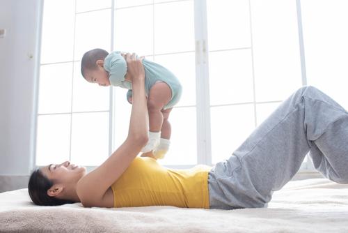 「産後ヨガ」でトラブル知らずの身体へ!忙しくてもすぐにできるヨガポーズをご紹介