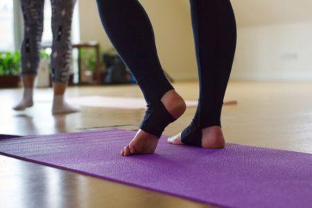 ヨガで脚やせする方法とは?ほぐし&引き締めに効果的なポーズをご紹介!