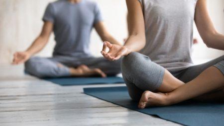 「マラーサナ」で股関節の柔軟性UP!ポーズのやり方やコツをご紹介