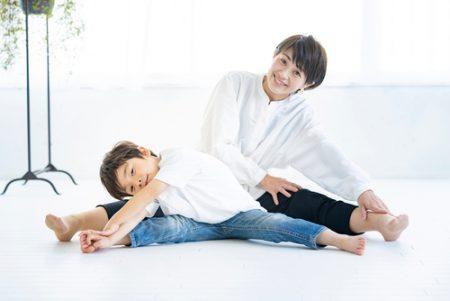 忙しいママにもおすすめ!子供と一緒に楽しめる親子ヨガ