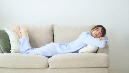 寝る前にオススメのヨガって?ベッドでできる簡単ポーズ集