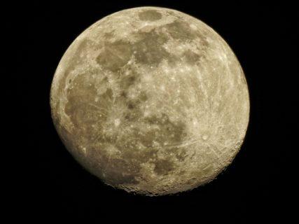 満月の夜はデトックス効果抜群!月とヨガの関係について知ろう