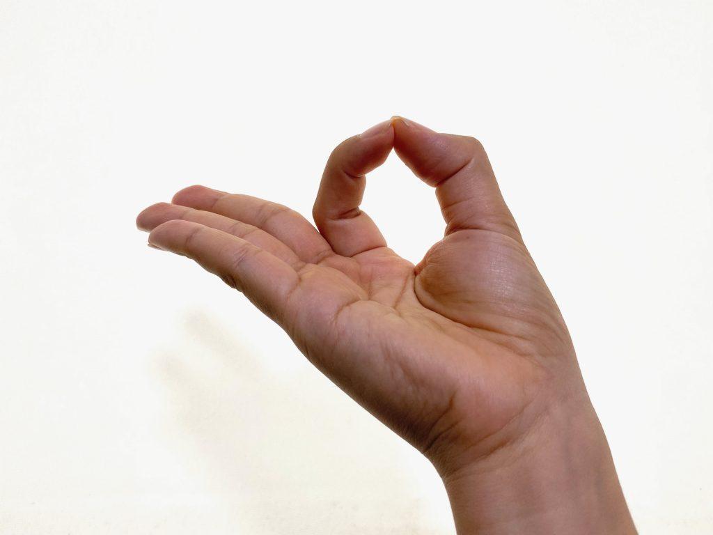 ヨガの手のサインは何?ムドラーとその効果を知ろう!
